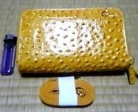 オーストリッチ型押しショルダー財布